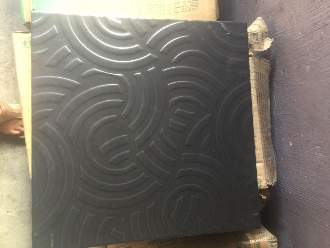30 cm floor tile