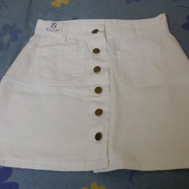 全新排扣短裙