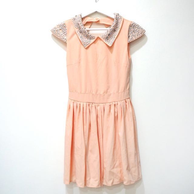 粉色露背晶鑽洋裝