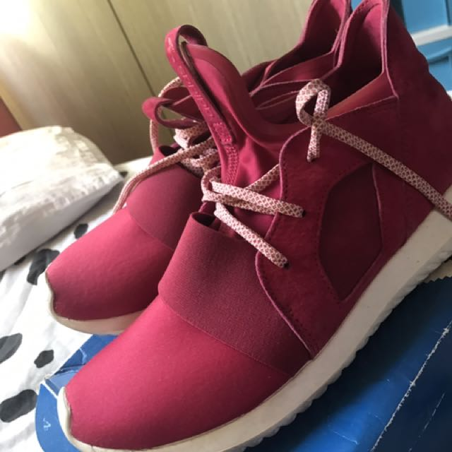 Adidas tubular defiant size 8.5 can fit up to size 9