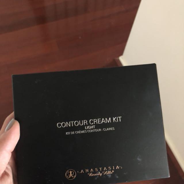 Anastasia Beverly Hills Cream Contour Palette Light