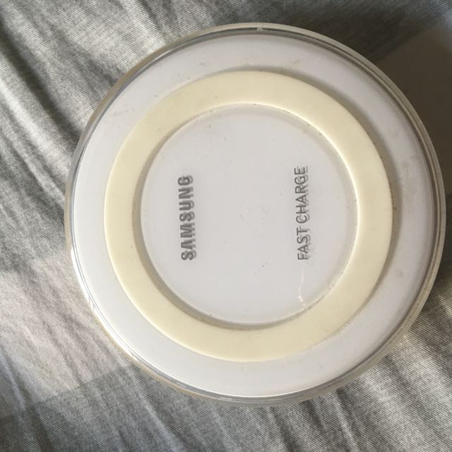 Authentic Samsung wireless fast charger port