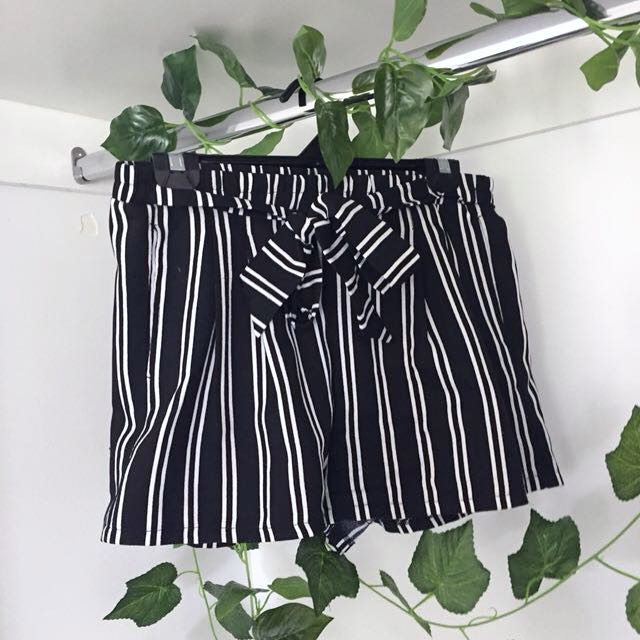 Black and White Stripe Tie Up Shorts