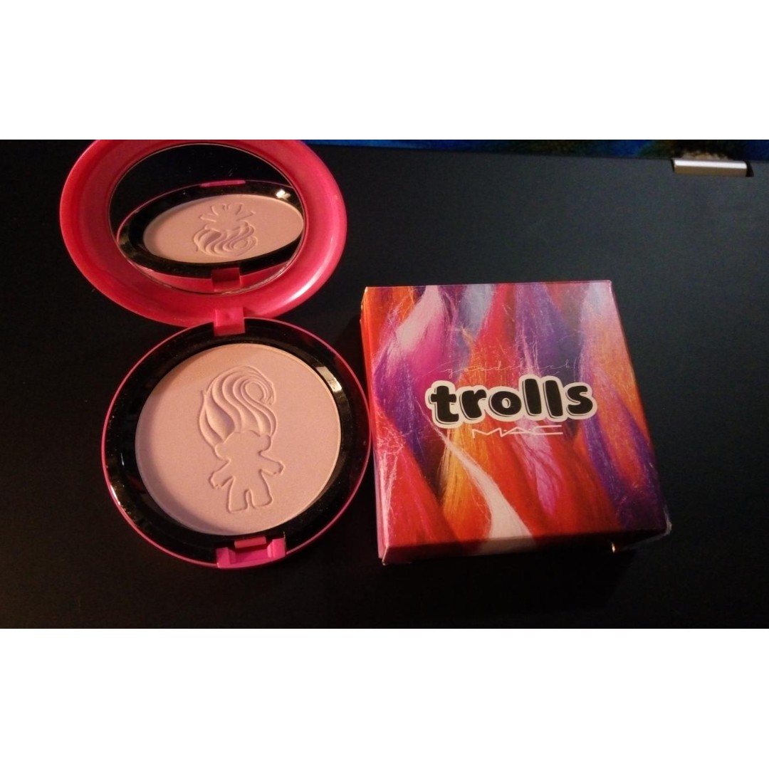 BNIB MAC TROLLS BEAUTY POWDER
