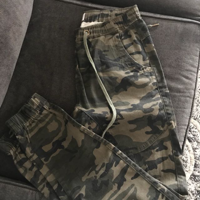Camouflage pants . Size - medium ( fits more like a small)