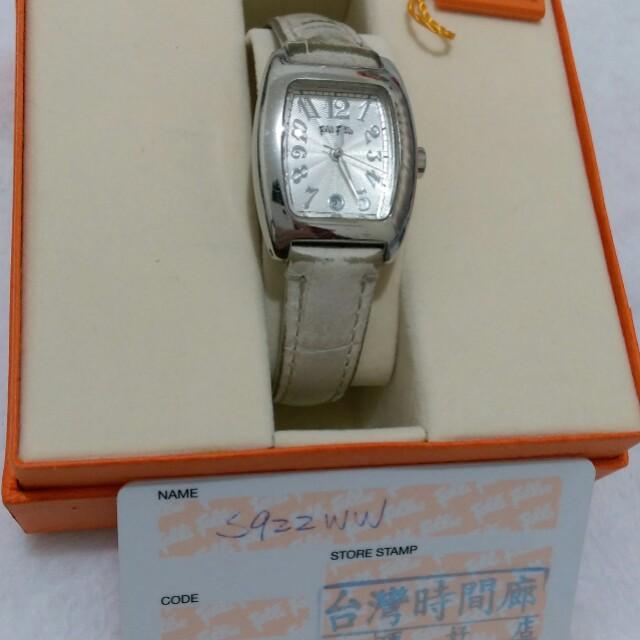 二手。Folli Follie專櫃長方形白色銀框手錶