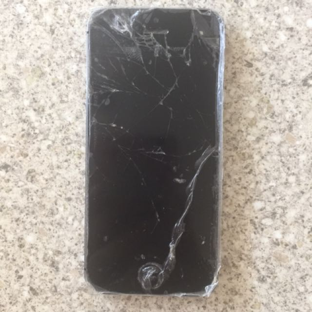 iPhone 5s 32gb Space Grey damaged screen working condition