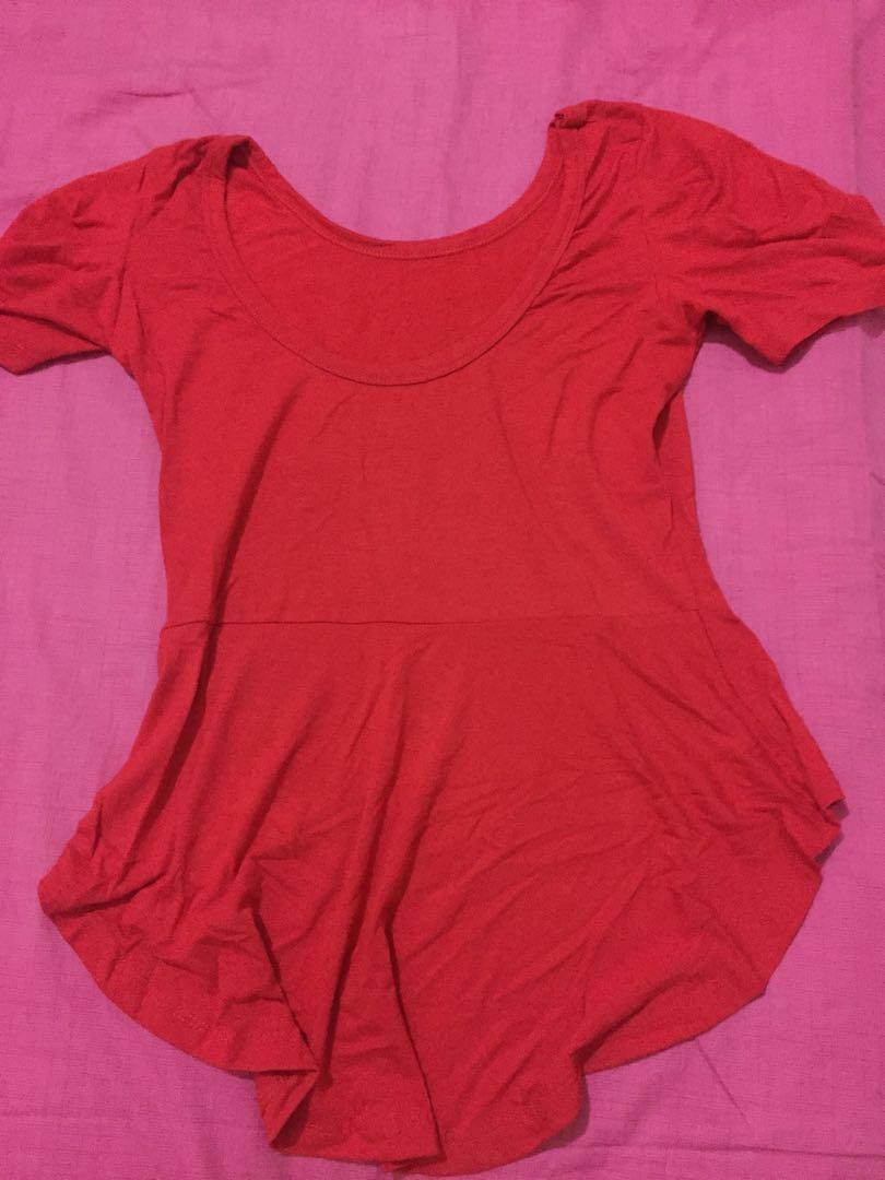 Kaos merah polos