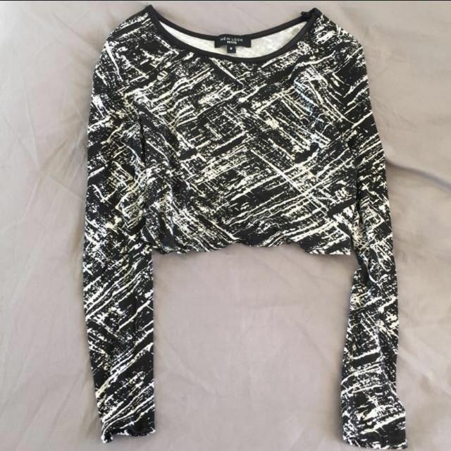 New look Black patterned long sleeves crop