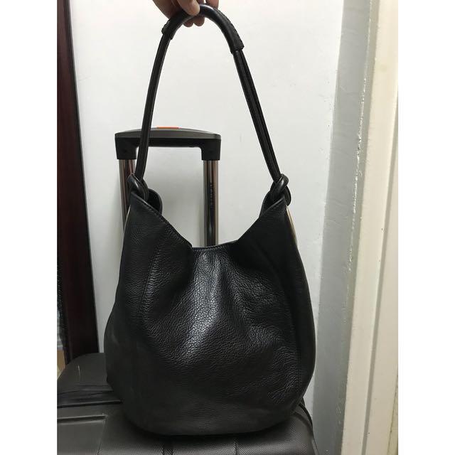Oroton Kiera B Hobo Tote in Leather, Women s Fashion, Bags   Wallets ... 0b38e7d9b0