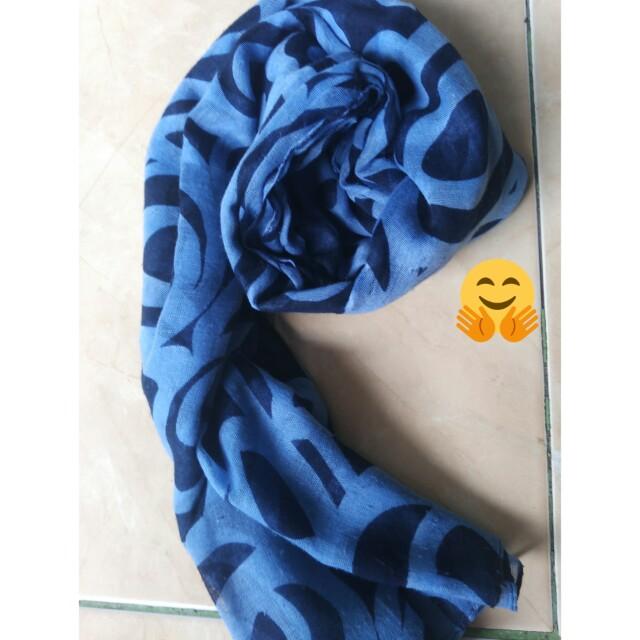 Pashmina motif biru