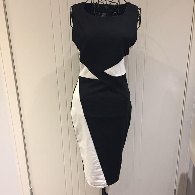 (S) NWT Mid-length dress