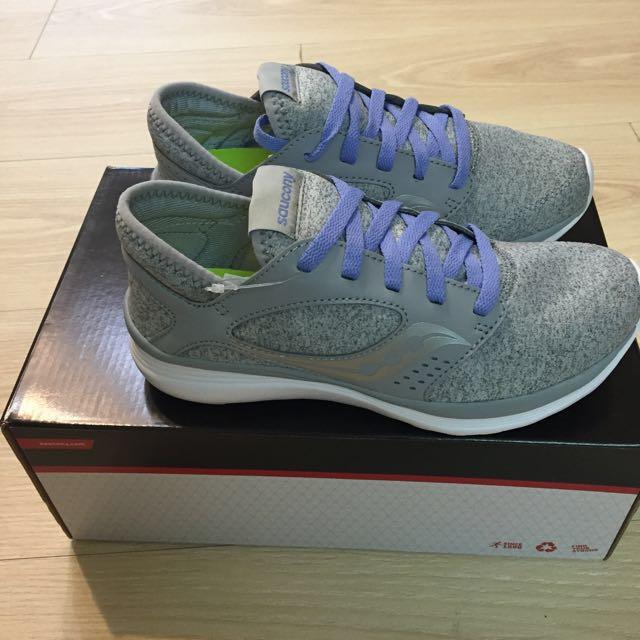Saucony輕量運動鞋
