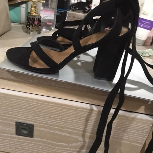 Therapy black heel size 9