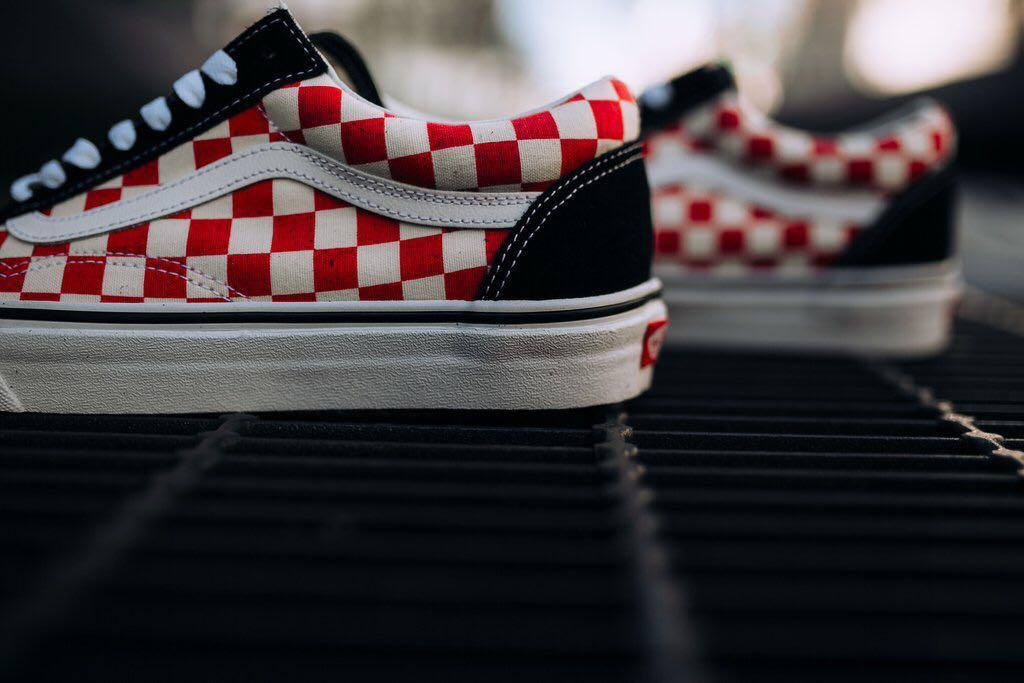 b0a6de0d65b763 vans checkerboard old skool black red