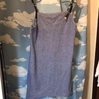 天藍色吊帶裙
