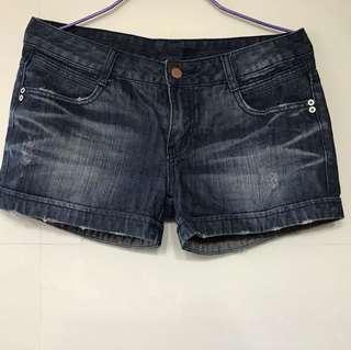 深藍色牛仔短褲