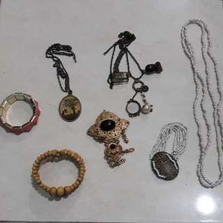 Kalung, gelang dan bross