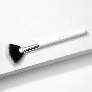 Colourpop Fan highlighter Brush