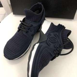 Chanel 爆款 女鞋 深蓝色 Size 36。37.5。39.5 偏小 現货港币