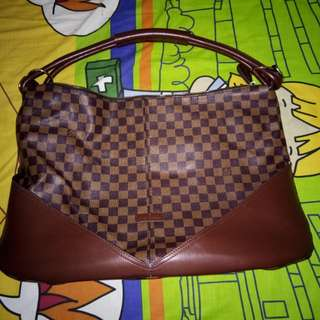 Tas Louis Vuitton batam
