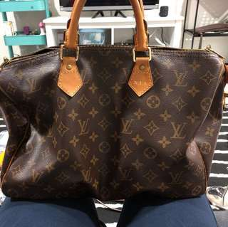 "LV SPEEDY 35 with Initial ""N.I.A"""