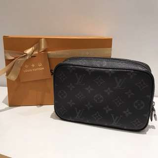 LV 男裝m43384 黑色經典印花收納袋 wash bag