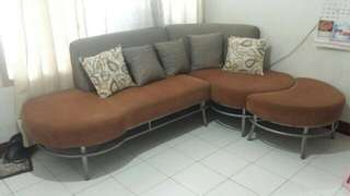 Sofa set with 5 pillows