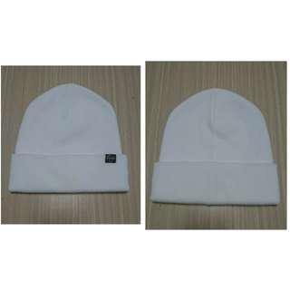 白色素面毛帽