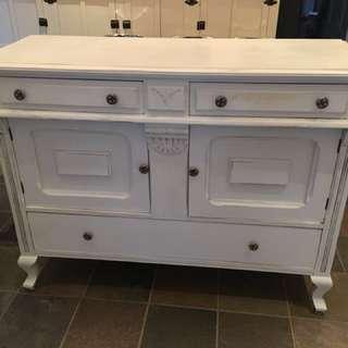 Hutch / Sideboard / Cabinet