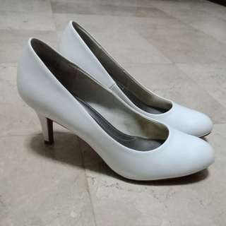 Comfortable White Pumps / Payless