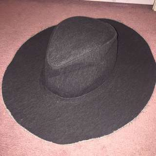DARK CHARCOAL FRAYED SUMMER HAT