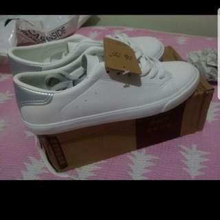 Casual Sneakers White