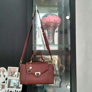 Charles and keith merah maroon tas wanita
