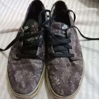 Nike Janoski size 8