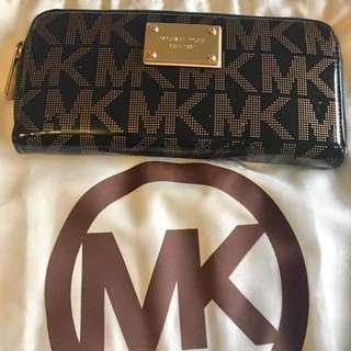 MK Wallet in patent leather