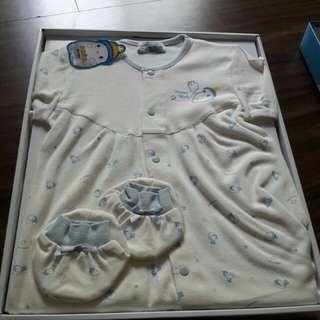 寶寶連身衣。手套