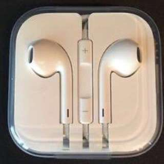 BRAND NEW Apple earphones