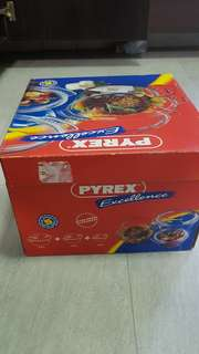 Brand new full set of Pyrex microwave