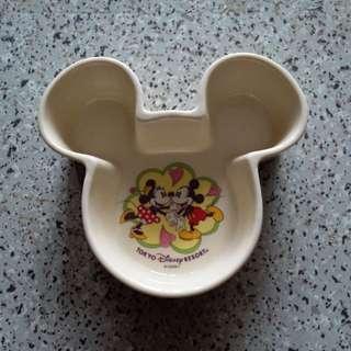 Disney 陶瓷器具 一个 size長x闊x高 : 5x4.5x1.5寸 如圖  日本購入 9乘幾新