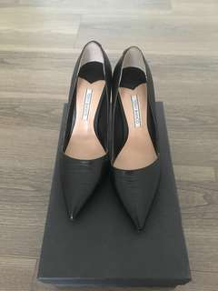 Tony bianco black pump Size 5