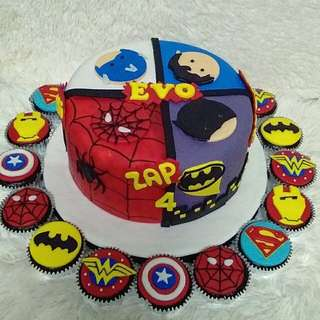 Personal cakes and cupcakes
