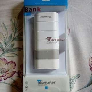 Techfuerza 5800mAh Power bank from samsung