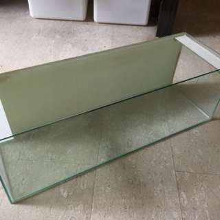 Low profile aquarium tank