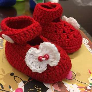 1 pair Cute Crocheted Baby Shoes Booties Red for Newborn To 6 months