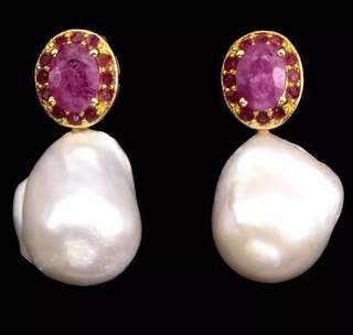 Baroque pearl earrings with Ruby