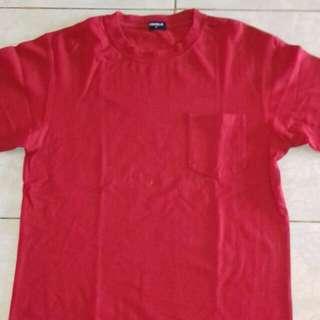 Kaos uniqlo merah polos