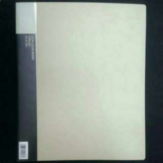 A4 SIZE CLEAR BINDER 30 CLEAR PAGE FILE. CLEARING CHEAPER THAN RETAIL. BRAND NEW.