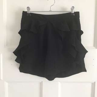 Maurie and Eve ruffle shorts