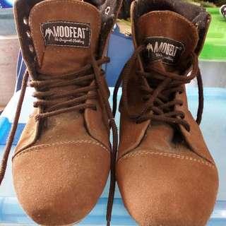 Sepatu bot flat